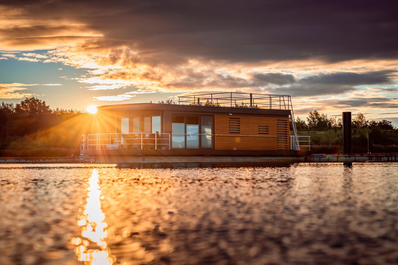 Hausboot-Skyline-Front