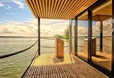 Hausboote_Marina_Wendtorf_Terrasse1